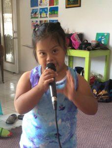 silvia cantando